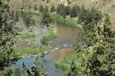 The Crooked River winding through the Smith Rock park